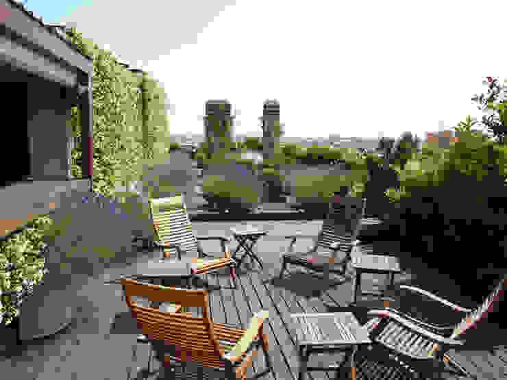 Modern style balcony, porch & terrace by Hortensia Modern