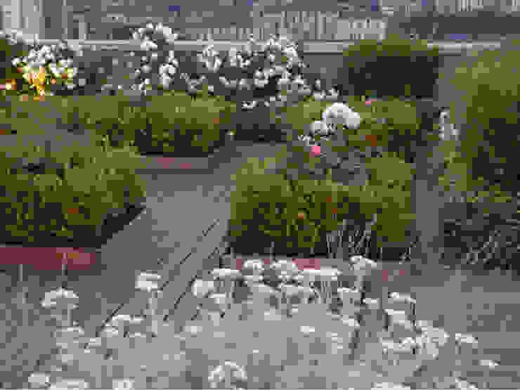 Progetti Balcone, Veranda & Terrazza in stile moderno di Hortensia Moderno