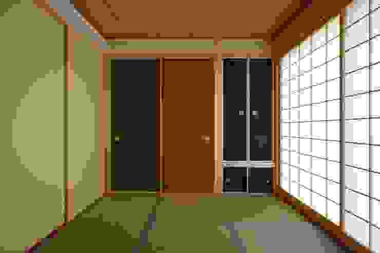 鶴居の家 和風スタイルの 壁&フローリングデザイン の 辻建築設計室 和風