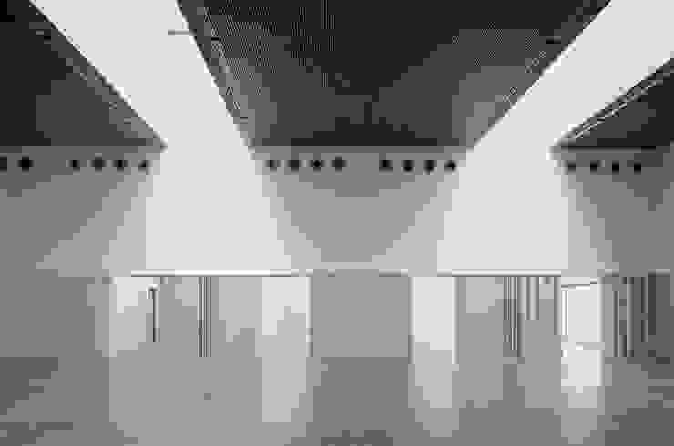 Edificio Multiusos:  de estilo industrial de Estudio Maria Fraile, Industrial