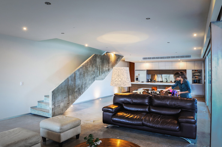 IPE HOUSE Modern Living Room by P+0 Arquitectura Modern