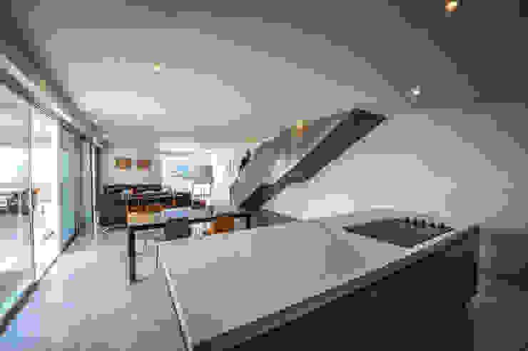 IPE HOUSE Cocinas de estilo moderno de P+0 Arquitectura Moderno