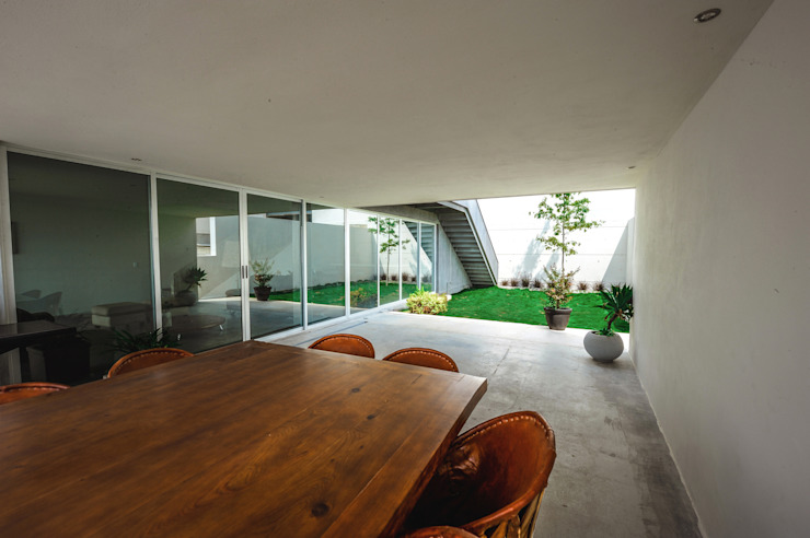IPE HOUSE Jardines de estilo moderno de P+0 Arquitectura Moderno