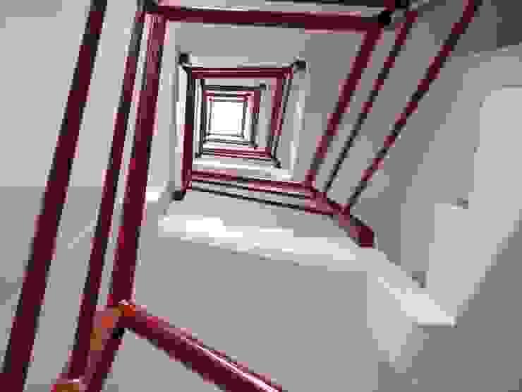 Escaleras Casas modernas de RECON Arquitectura Moderno