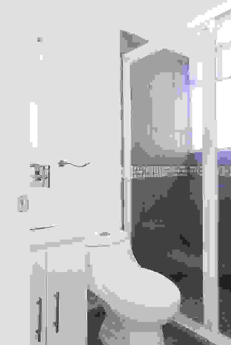 Baño completo Casas modernas de RECON Arquitectura Moderno