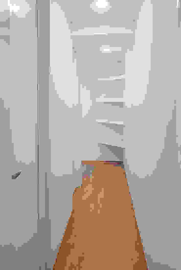 Pasillo interior departamento Casas modernas de RECON Arquitectura Moderno