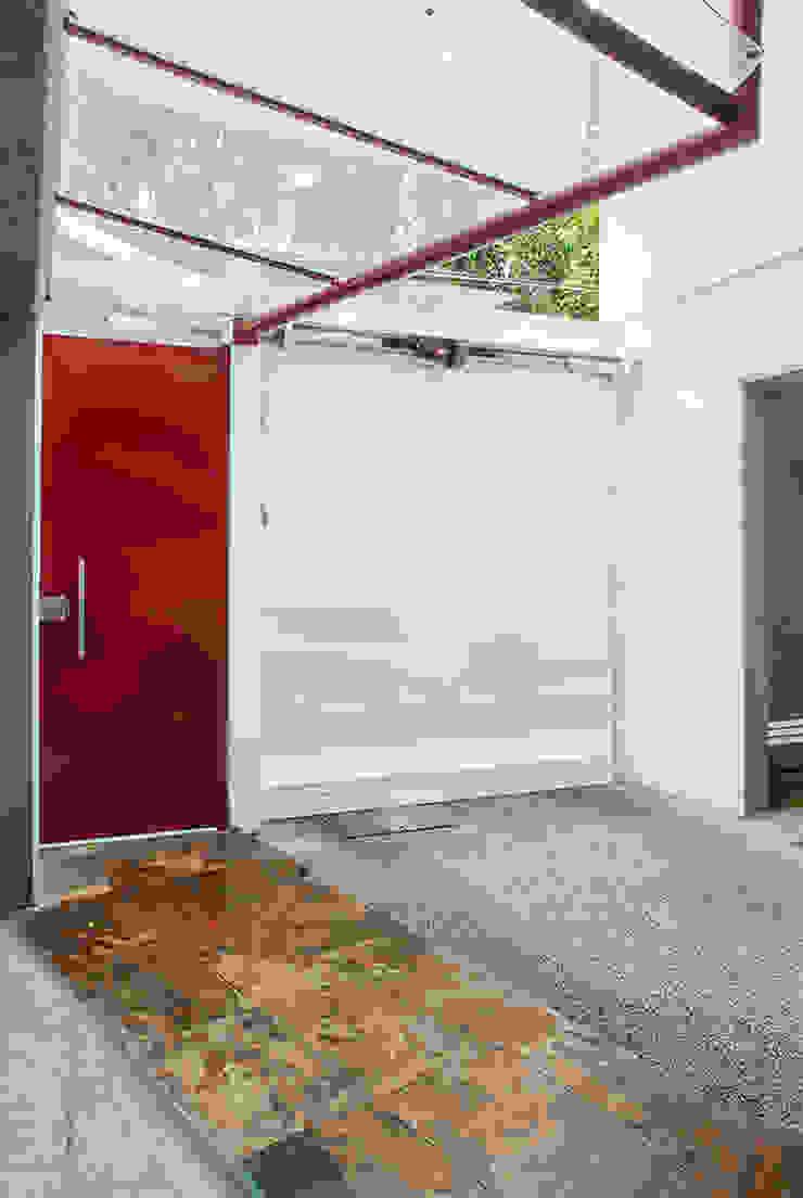 Accesos vista interior Casas modernas de RECON Arquitectura Moderno