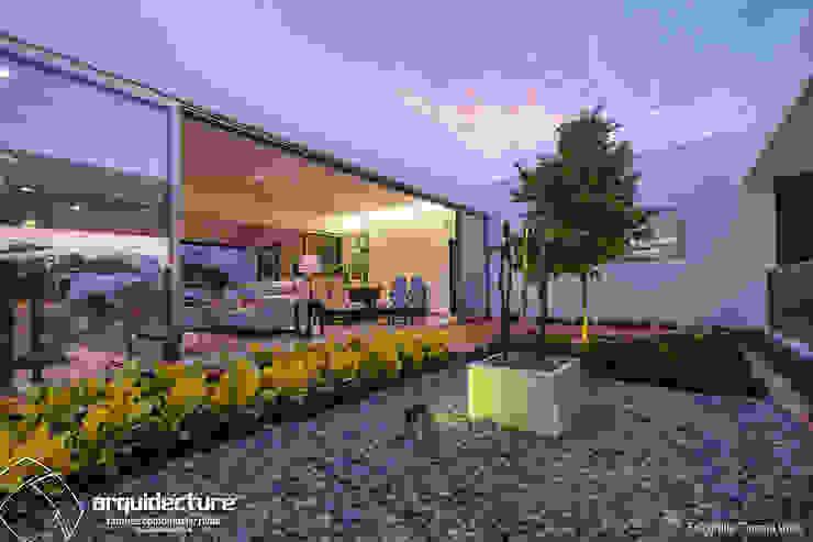 Jardines de piedras de estilo  por Grupo Arquidecture, Minimalista Piedra