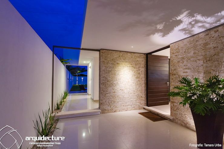 Casa Kopché Pasillos, vestíbulos y escaleras minimalistas de Grupo Arquidecture Minimalista Granito