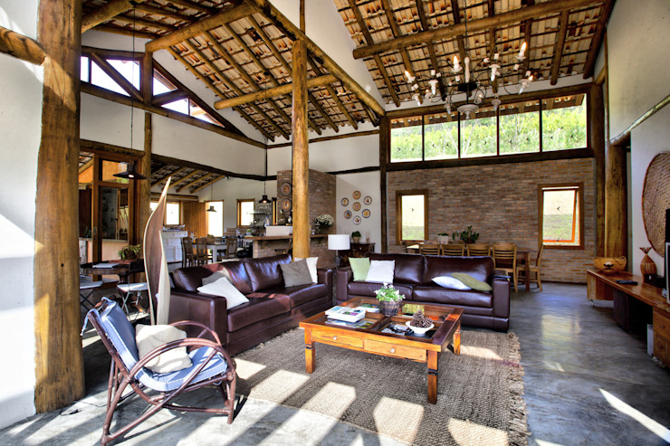 Rustic style house by Bianka Mugnatto Design de Interiores Rustic