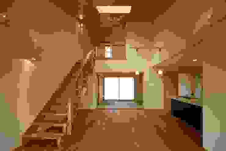 鶴居の家 モダンデザインの ダイニング の 辻建築設計室 モダン