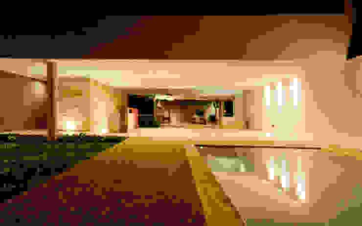 Piscinas de estilo moderno de Jorge Bolio Arquitectura Moderno