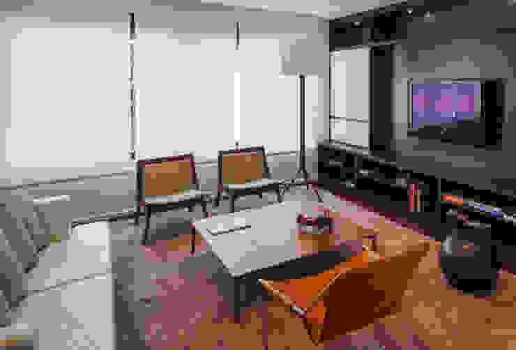 Planalto Salas multimídia modernas por FCstudio Moderno