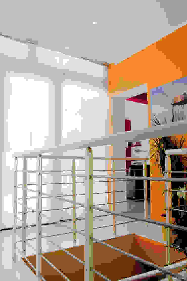 Parapetto scala Ingresso, Corridoio & Scale in stile moderno di Arch. Fabio Pacillo Moderno