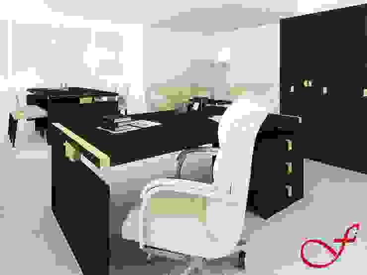 desk - classic style Complesso d'uffici in stile classico di Fenice Interiors Classico
