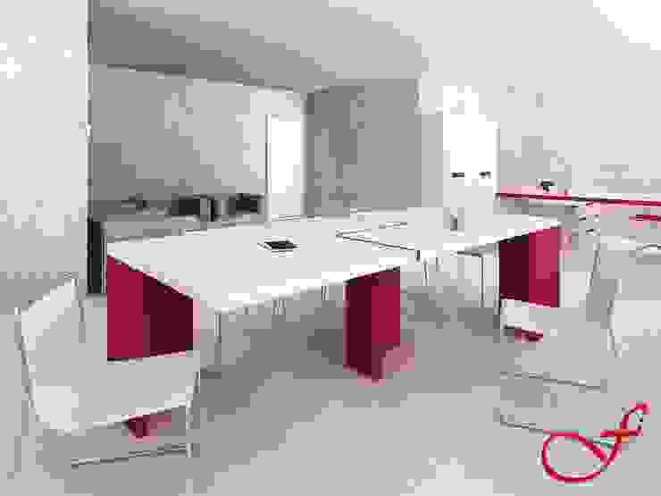 table - modern style Complesso d'uffici in stile minimalista di Fenice Interiors Minimalista