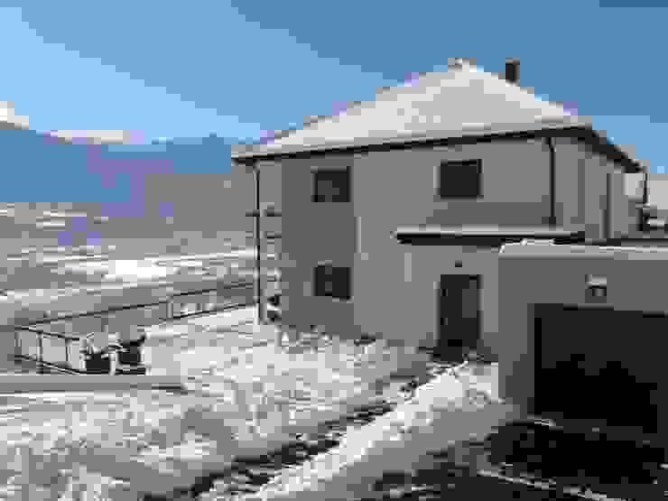 Maison neuve BBC dans les Hautes Alpes par AAA CSC Minimaliste