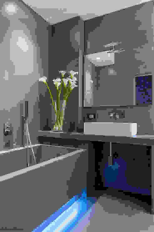 Appartamento a Monteverde Bagno minimalista di zero6studio - Studio Associato di Architettura Minimalista