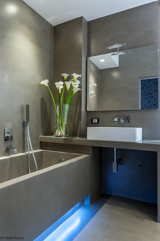 Minimalist style bathroom by zero6studio - Studio Associato di Architettura Minimalist