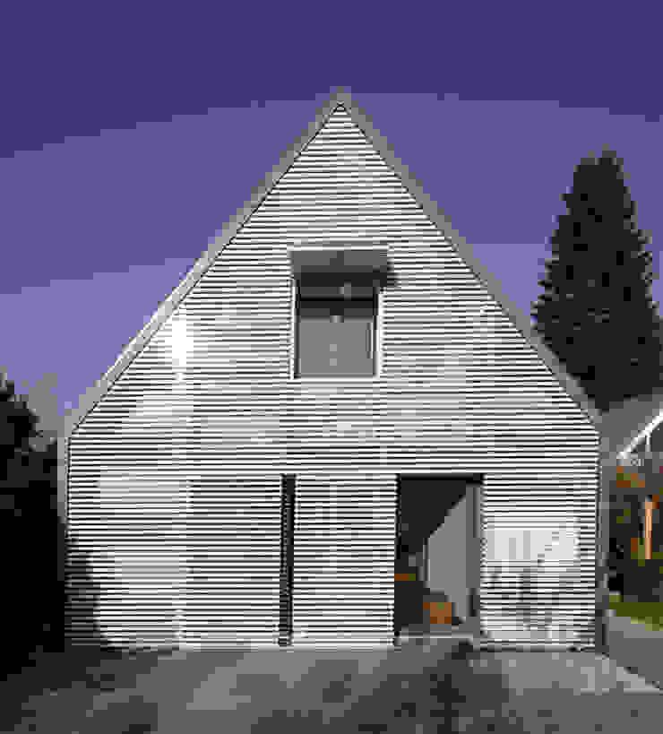 Wohnhaus Ansicht 3 Moderne Wohnzimmer von Haack + Höpfner . Architekten und Stadtplaner BDA Modern