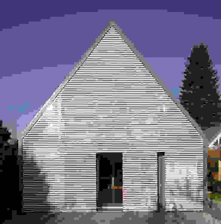 Wohnhaus Ansicht 2 Moderne Wohnzimmer von Haack + Höpfner . Architekten und Stadtplaner BDA Modern