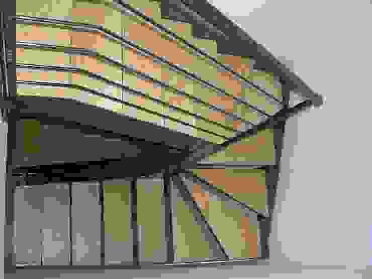 Abitazione bifamiliare con struttura in legno (classe energetica A+) Ingresso, Corridoio & Scale in stile eclettico di Arch. Dario Nespoli Eclettico