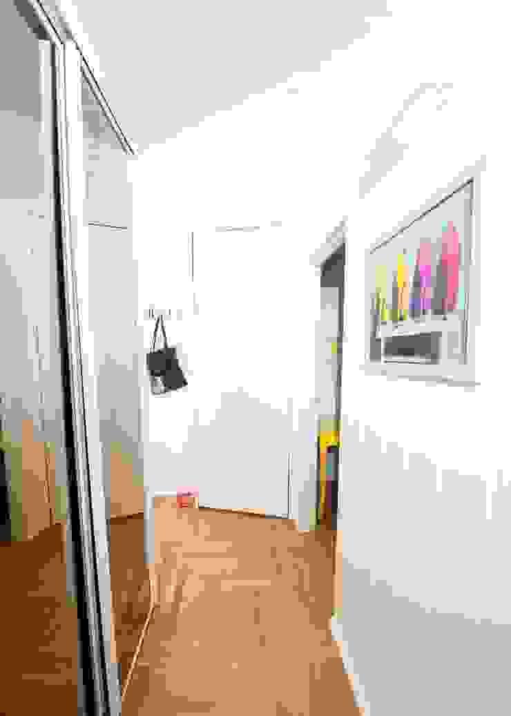 Fresh&Fruity Nowoczesny korytarz, przedpokój i schody od AgiDesign Nowoczesny