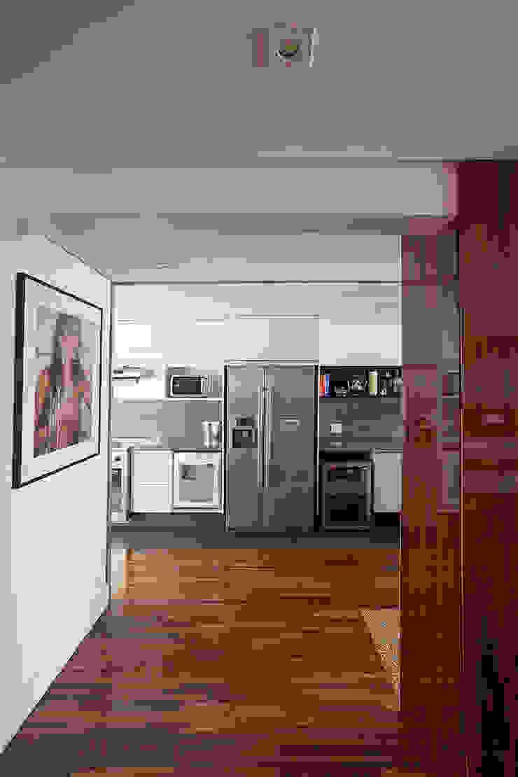 BJG Decorações de Interiores Ltda Classic style corridor, hallway and stairs