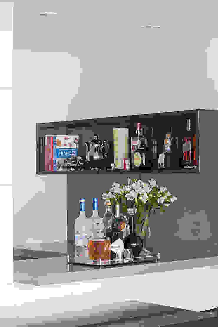 BJG Decorações de Interiores Ltda Classic style wine cellar