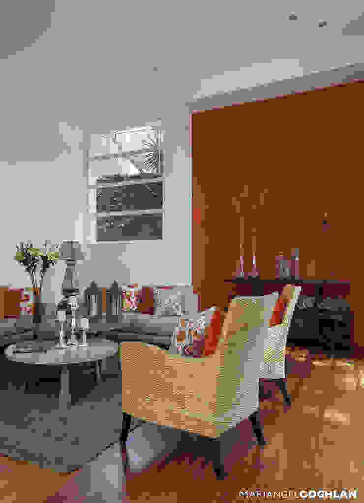 Ruang Keluarga Modern Oleh MARIANGEL COGHLAN Modern