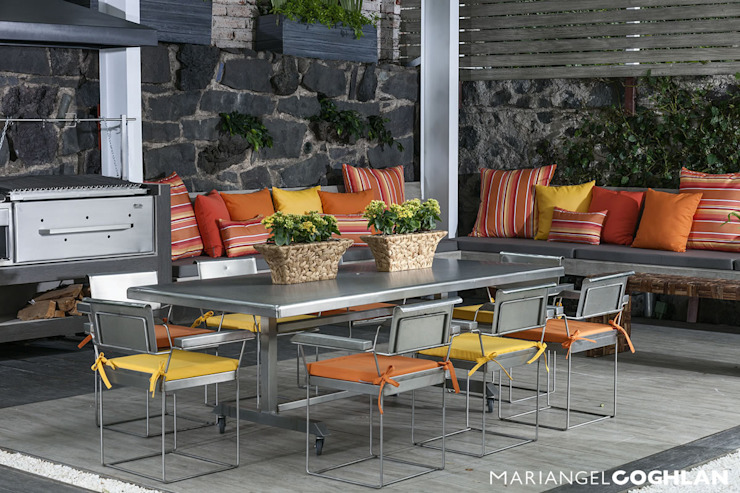 casa Limonero Balcones y terrazas modernos de MARIANGEL COGHLAN Moderno