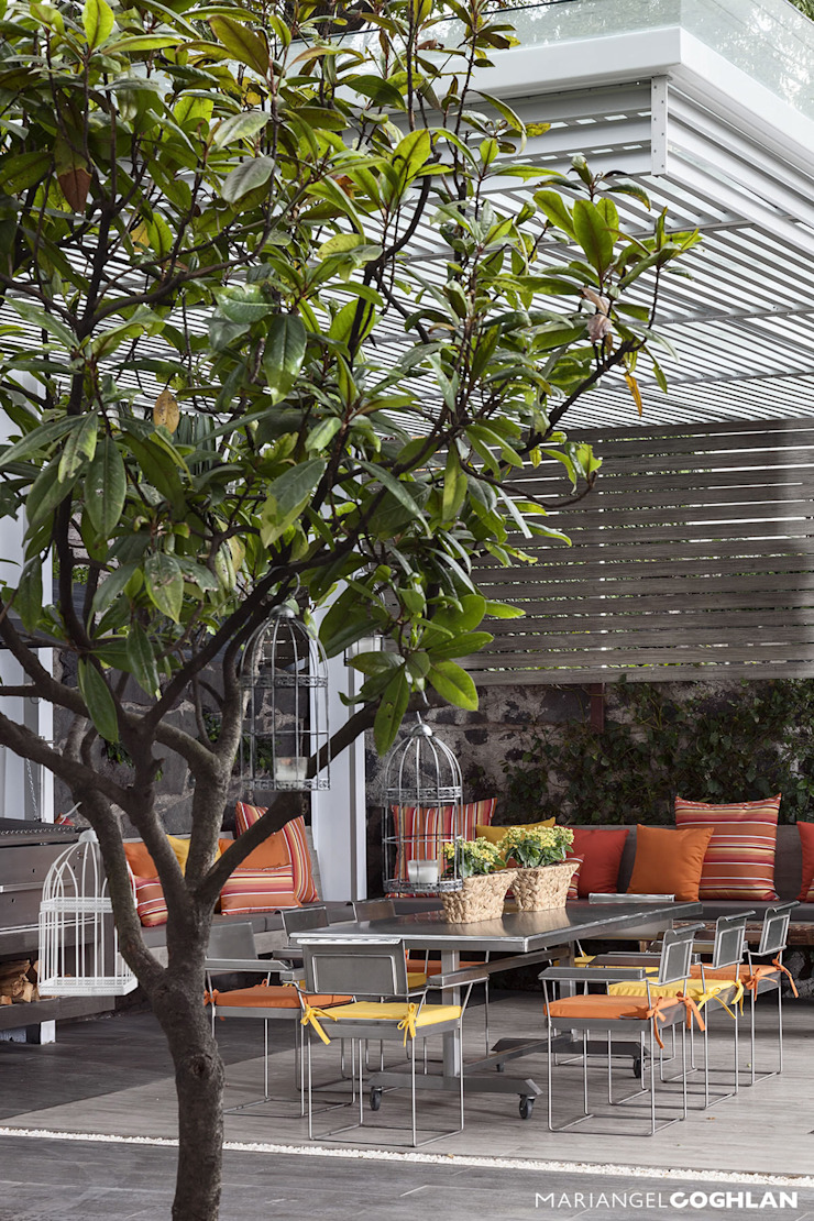Balkon, Beranda & Teras Modern Oleh MARIANGEL COGHLAN Modern