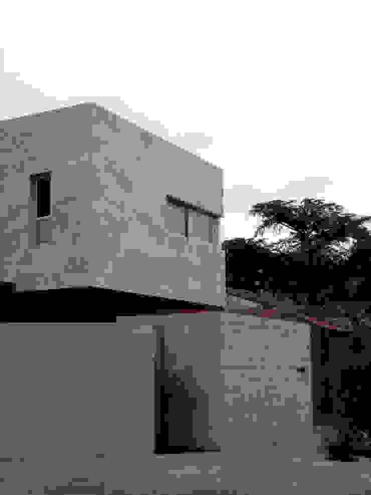 Дома в стиле минимализм от ESTUDIO GEYA Минимализм