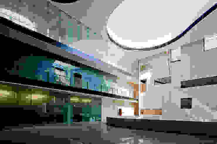 Ave Fenix Fire Station: Edificios de Oficinas de estilo  por AT103, Moderno
