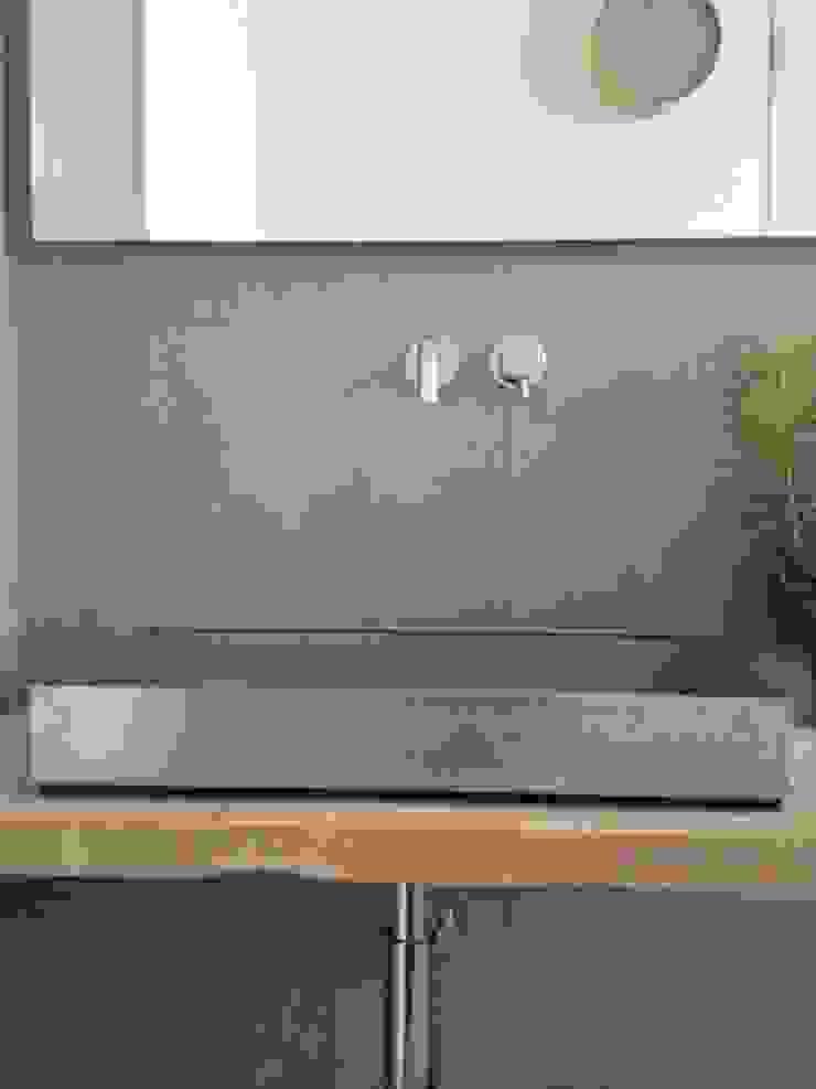 First Bagno eclettico di V V | architettura & Interni Eclettico
