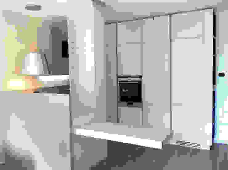 Living a Monza Cucina moderna di Architetto ANTONIO ZARDONI Moderno