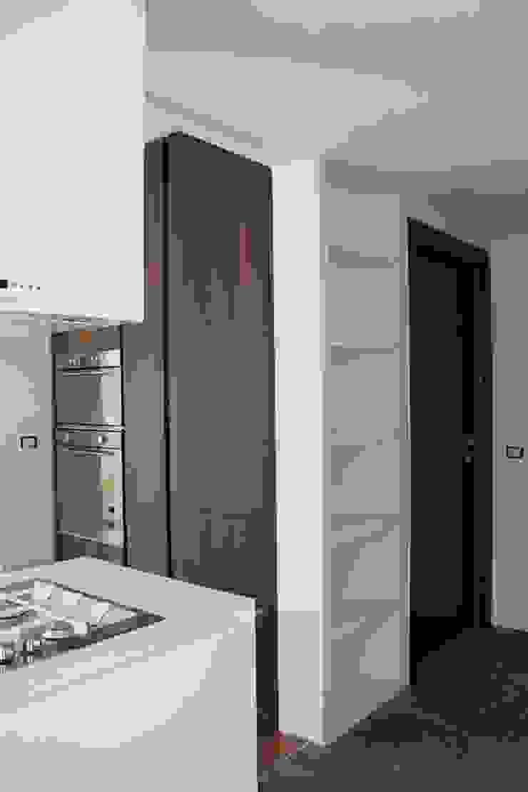 Pentalocale a Monza Case moderne di Architetto ANTONIO ZARDONI Moderno