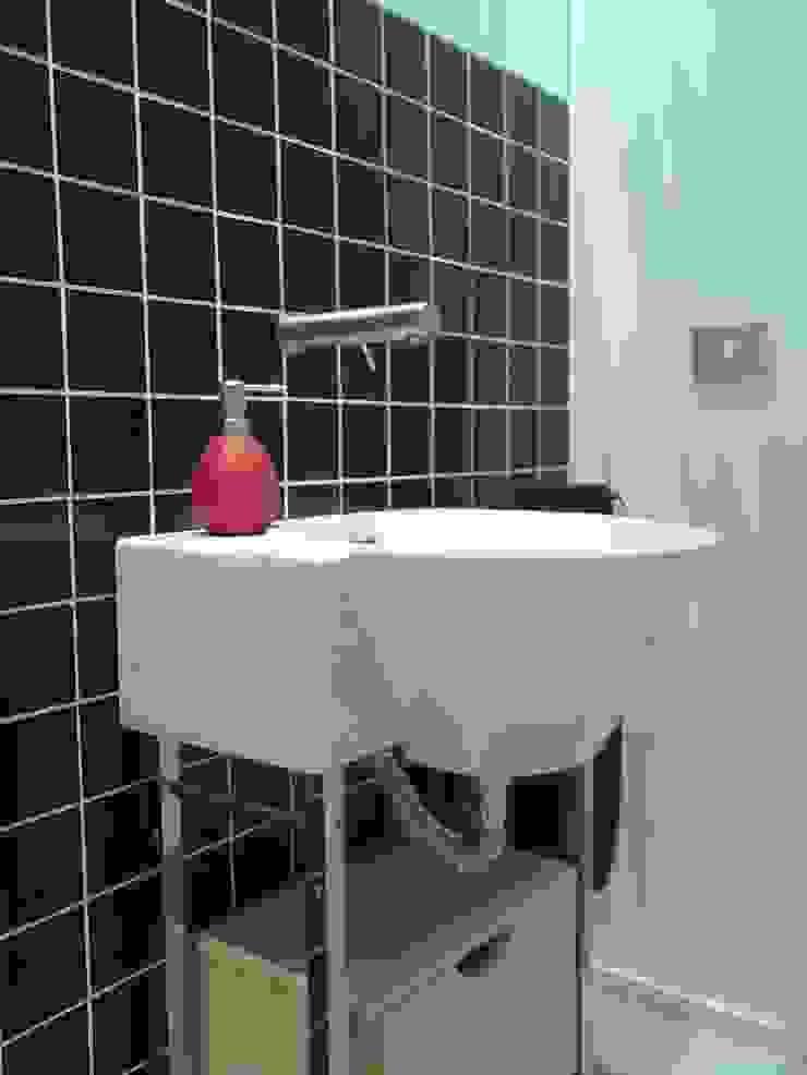NUÑO ARQUITECTURA Minimalist style bathroom Ceramic Black