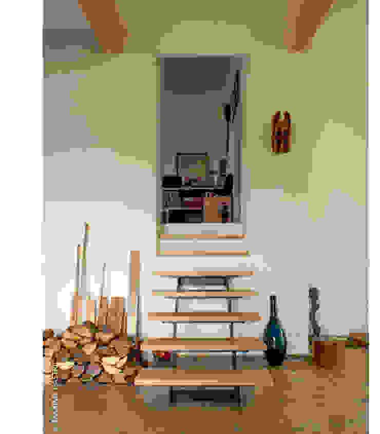 escalier vers la maison existante Maisons par Jean-Charles CASTRIC - architecte D.P.L.G.