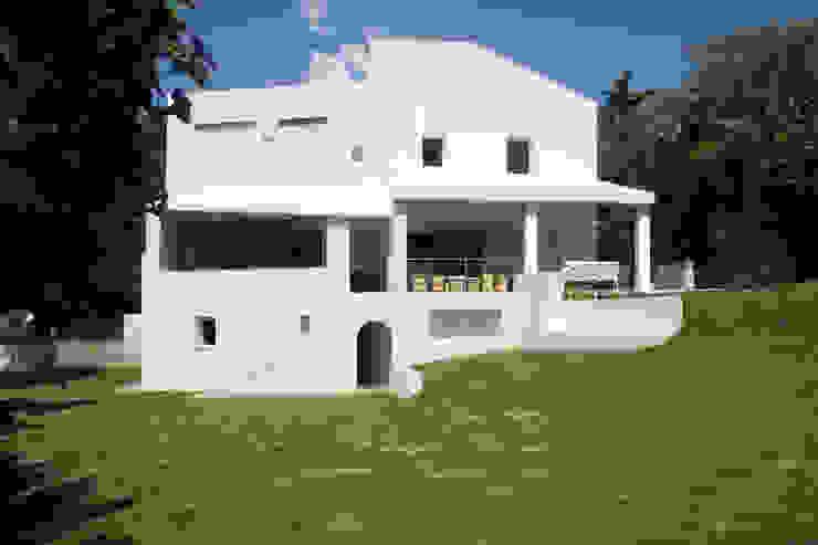 Rehabilitacion y ampliación de vivienda en Sotogrande de CHS arquitectos Moderno