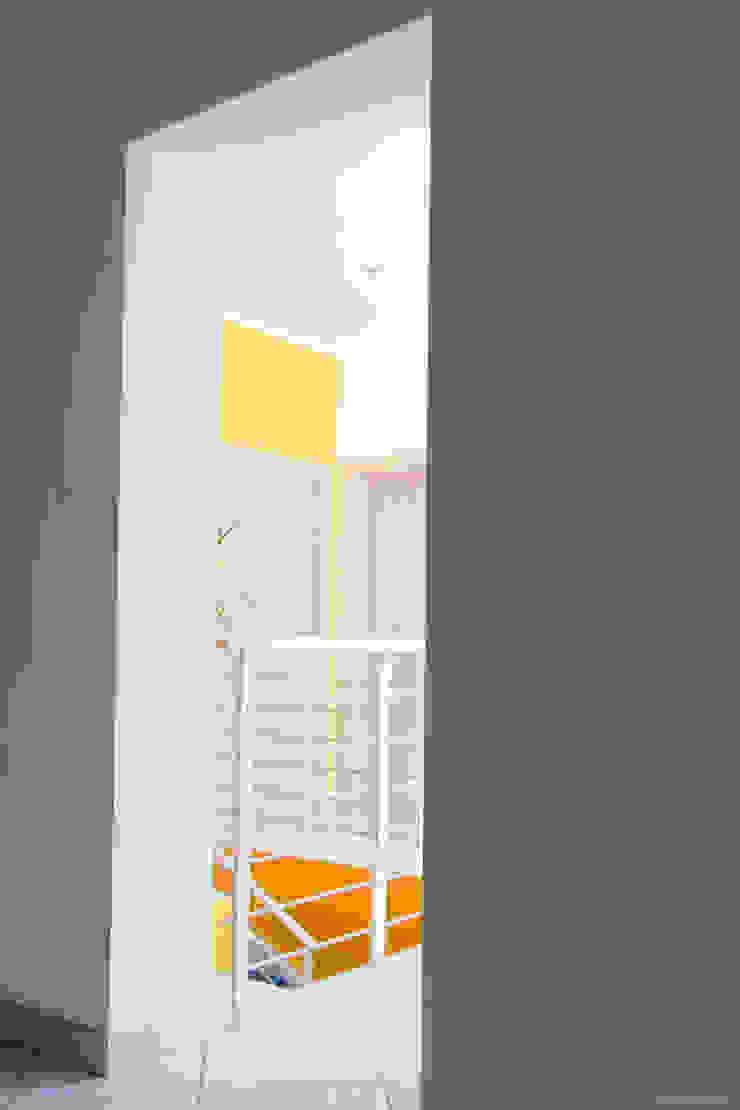 Vista verso il disimpegno Ingresso, Corridoio & Scale in stile moderno di Arch. Fabio Pacillo Moderno