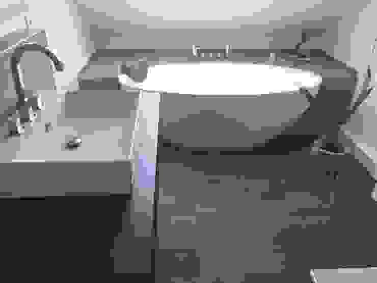 Einbau-Dokumentation eines Badeloft-Kunden anhand der freistehenden Badewanne BW-04:  Badezimmer von Badeloft GmbH - Hersteller von Badewannen und Waschbecken in Berlin