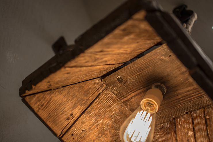Industrial Bulb recycled wood lamp:  in stile industriale di Rachele Biancalani Studio, Industrial