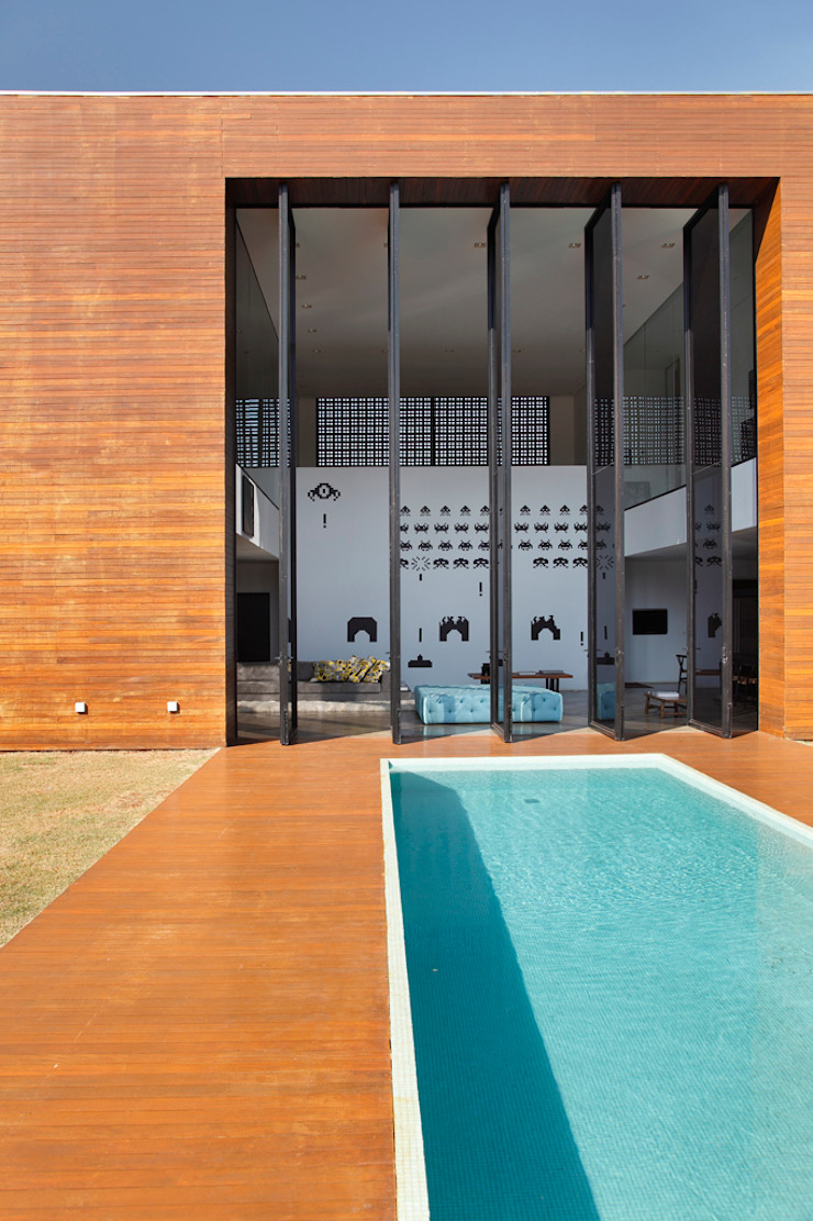 LA HOUSE Piscinas modernas por STUDIO GUILHERME TORRES Moderno