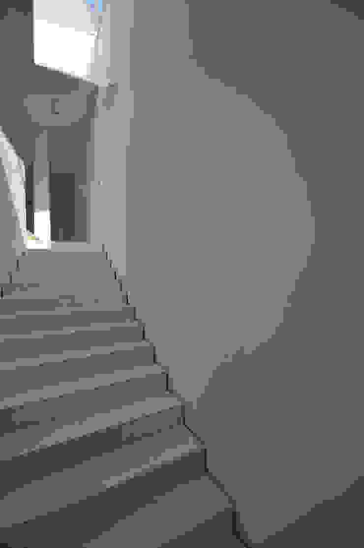 Casa a Corte di APA architettura Minimalista