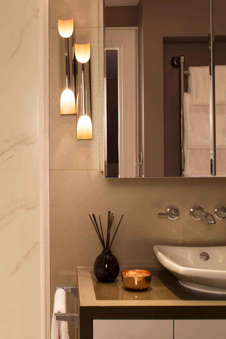 Guest Bathroom: classic  by Roselind Wilson Design, Classic