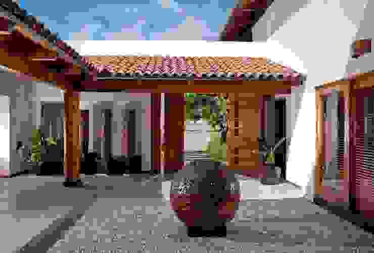 Casas de estilo moderno de Taller Luis Esquinca Moderno
