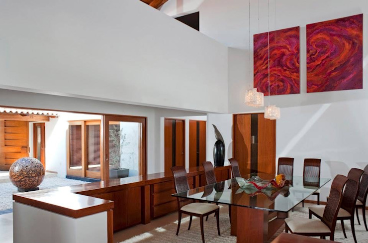 Dining room by Taller Luis Esquinca, Modern