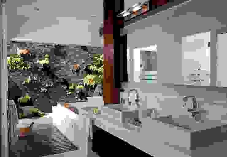 baño principal Baños modernos de Taller Luis Esquinca Moderno