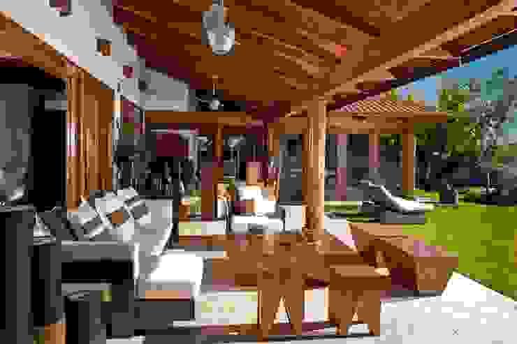 terraza Balcones y terrazas modernos de Taller Luis Esquinca Moderno